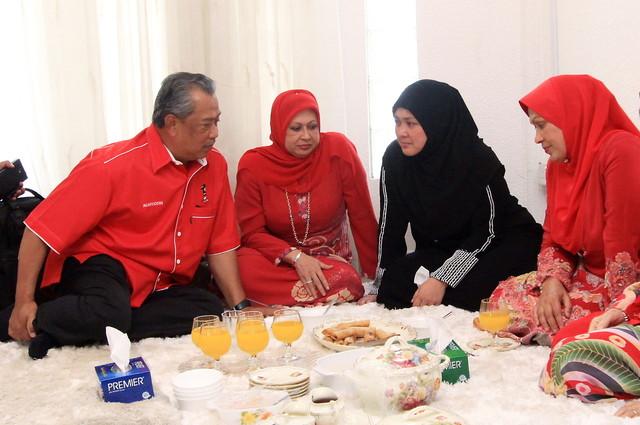 Image result for muhyiddin yassin dan keluarga